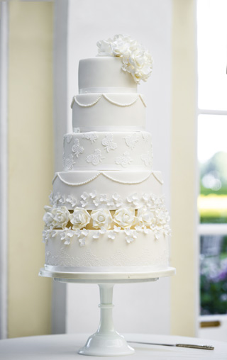 The Delicious Five Tier Iced Cake By Little Pop Bake Shop Pictured Left Incorporated Levels Of Traditional Fruit Limoncello Toms Favourite